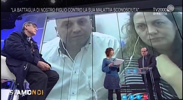 Don Maurizio Patriciello sostiene il piccolo Pio con un saluto generale su Facebook