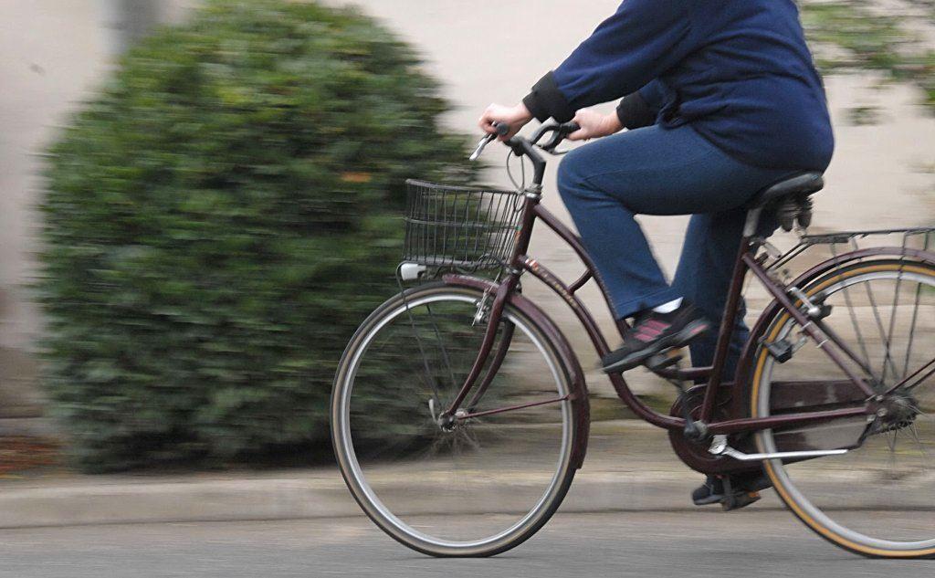 Pericolo scampato per un anziano in bici sul Corso Umberto