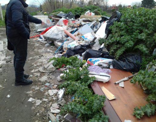 """Il caso """"Vittolo delle Serpi"""", nuovi rifiuti pronti per essere incendiati..."""