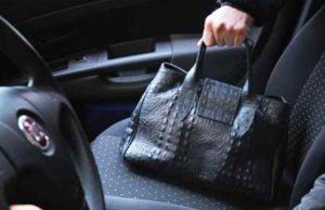 furto borsa in auto