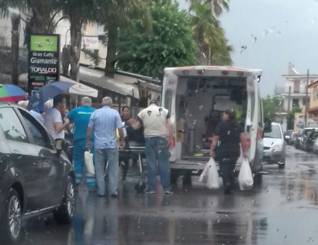Incidente, ragazzo investito su motorino a via Turati