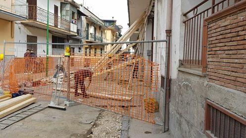 Via Caputo, i danni continuano e le proteste triplicano...