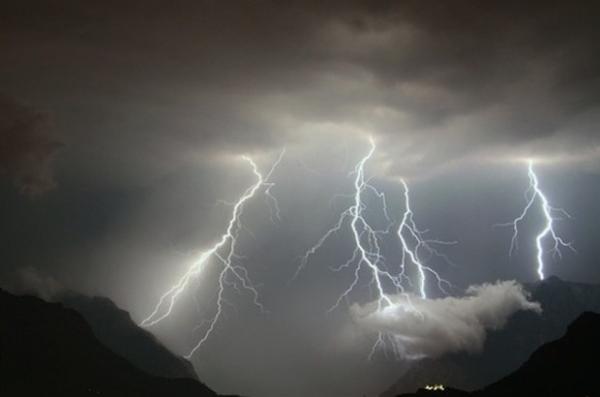 La Protezione civile della Regione Campania ha diramato un Avviso di Allerta meteo su tutta la Campania per l'intera giornata di domani. La criticità di carattere idrogeologico è di colore Giallo e scatta alle 6 di domani mattina per restare in vigore fino alla mezzanotte.