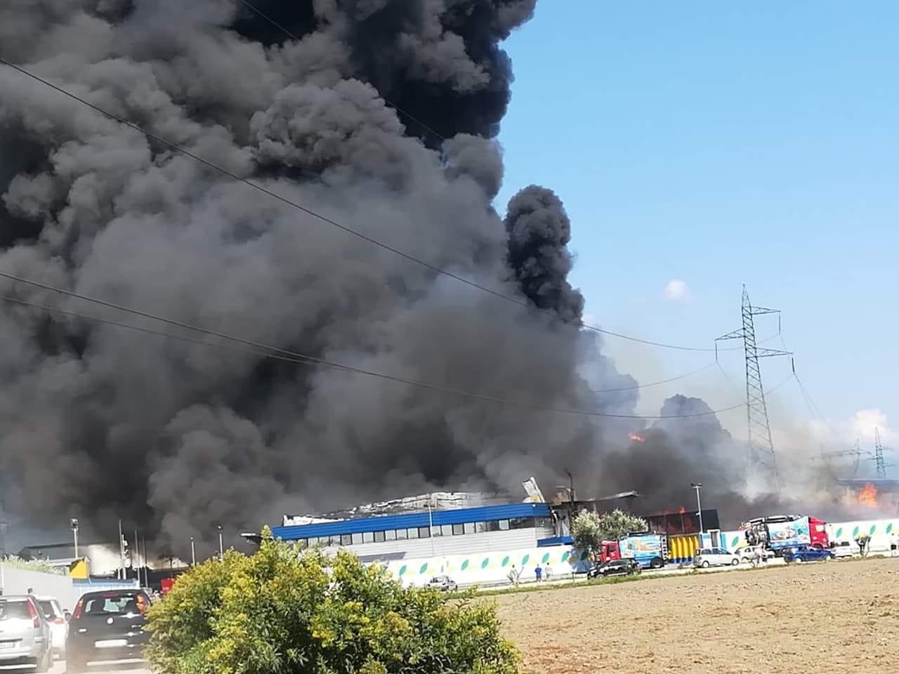 7fd36a33a5641 Maxi incendio a San Vitaliano presso un  azienda di smaltimento rifiuti