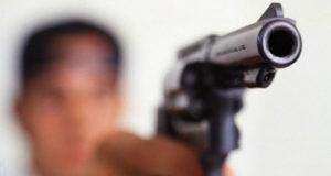 Un 22enne ferito con un'arma da fuoco, mentre era ai domiciliari