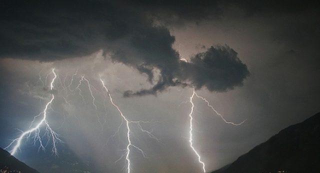 Nuova allerta meteo arancione, temporali a partire da domani