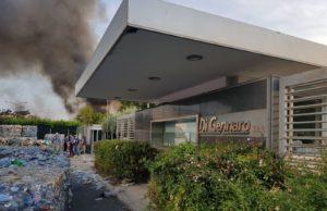 Incendio tossico, indagato il proprietario del sito di stoccaggio