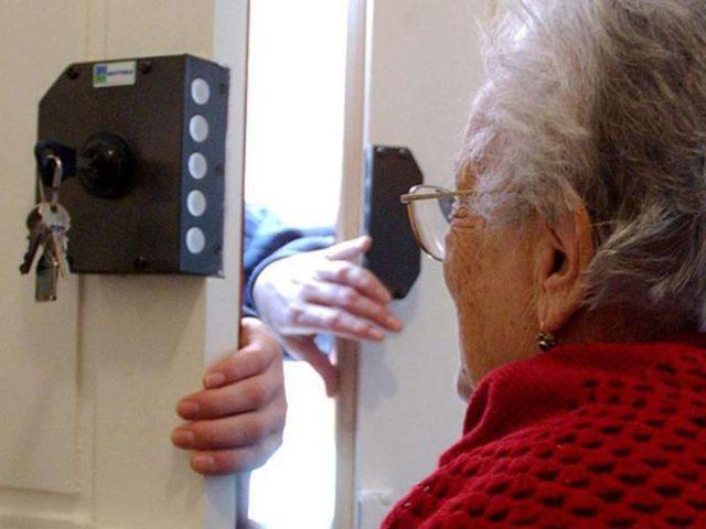 Ai domiciliari un 49enne che faceva truffe agli anziani