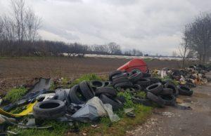 Ritrovati 100 pneumatici abbandonati, urgente la videosorveglianza