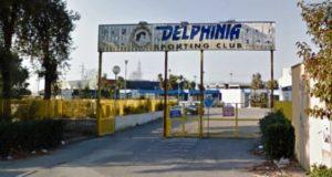 Attacco vandalico notturno alla Delphinia, denunciati a piede libero